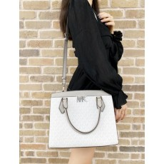 Kabelka Michael Kors Mott large signature bright white gray