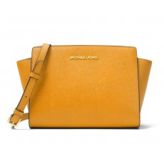 Michael Kors kabelka Selma medium crossbody metallic leather marigold